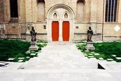 Πόρτες στην παλαιά εκκλησία Στοκ φωτογραφία με δικαίωμα ελεύθερης χρήσης