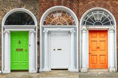 Πόρτες στο Δουβλίνο, ιρλανδικά χρώματα σημαιών, Ιρλανδία Στοκ Εικόνα