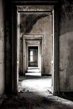 Πόρτες Comunicating επάνω στην εγκαταλειμμένη κάστα Στοκ φωτογραφίες με δικαίωμα ελεύθερης χρήσης