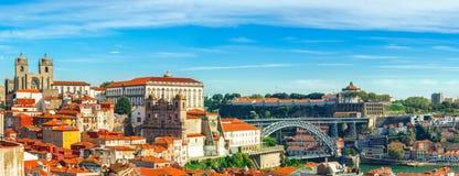 Πόρτο Πορτογαλία Πανοραμική άποψη κεντρικός του Πόρτο, Πορτογαλία με τα DOM Luis Ι γέφυρα πέρα από τον ποταμό Douro στοκ εικόνα με δικαίωμα ελεύθερης χρήσης