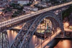 Πόρτο, Πορτογαλία: τα DOM Luis Ι γέφυρα και η παλαιά πόλη Στοκ Φωτογραφίες