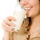 Πόσιμο γάλα γυναικών στοκ εικόνες