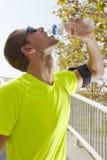 Πόσιμο νερό αθλητών Στοκ Φωτογραφίες