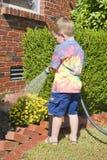 πότισμα φυτών παιδιών στοκ εικόνες με δικαίωμα ελεύθερης χρήσης