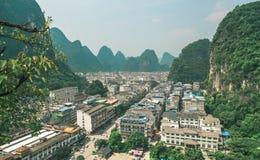Πόλης τοπίο Yangshuo Στοκ φωτογραφία με δικαίωμα ελεύθερης χρήσης