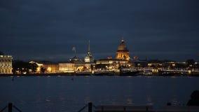 Πόλη Άγιος-Πετρούπολη τη νύχτα απόθεμα βίντεο