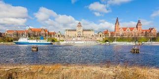 Πόλη από τον ποταμό στοκ φωτογραφίες με δικαίωμα ελεύθερης χρήσης