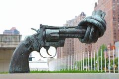 Πυροβόλο όπλο στην έδρα Ηνωμένων Εθνών Στοκ φωτογραφίες με δικαίωμα ελεύθερης χρήσης