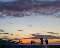 πόλη ηλιοβασιλέματος βουνών sim ural Στοκ φωτογραφία με δικαίωμα ελεύθερης χρήσης