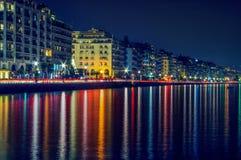 Πόλη Θεσσαλονίκης τη νύχτα Ελλάδα, Ευρώπη Στοκ Φωτογραφίες