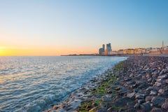 Πόλη κατά μήκος μιας θάλασσας Στοκ φωτογραφία με δικαίωμα ελεύθερης χρήσης