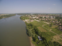 Πόλη στον ποταμό Δούναβη άνωθεν Στοκ Φωτογραφίες