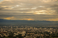 Πόλη στο λυκόφως στο chiangmai Ταϊλάνδη Στοκ εικόνα με δικαίωμα ελεύθερης χρήσης