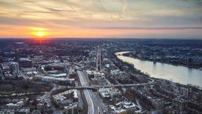 Πόλη της Βοστώνης και ποταμός του Charles τη νύχτα και ηλιοβασίλεμα ποταμών του Charles Στοκ Εικόνα