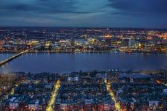 Πόλη της Βοστώνης και ποταμός του Charles τη νύχτα Στοκ Εικόνες