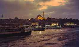 Πόλη της Ιστανμπούλ το βράδυ Στοκ φωτογραφία με δικαίωμα ελεύθερης χρήσης