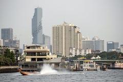 Πόλη της Μπανγκόκ από τον ποταμό Στοκ εικόνα με δικαίωμα ελεύθερης χρήσης