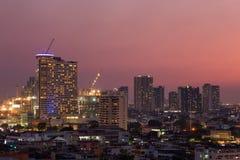 Πόλη της Μπανγκόκ στο ηλιοβασίλεμα στοκ φωτογραφίες