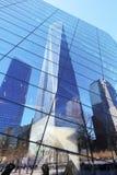 Πόλη της Νέας Υόρκης - 15 Απριλίου: Το ένα World Trade Center και το memoria Στοκ Εικόνες