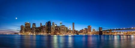 Πόλη της Νέας Υόρκης στο σούρουπο Στοκ Φωτογραφίες
