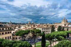Πόλη της Ρώμης πριν από τη καταιγίδα, υψηλή άποψη στοκ φωτογραφίες