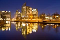 Πόλη της Χάγης, οι Κάτω Χώρες τη νύχτα Στοκ Φωτογραφία