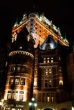 Ξενοδοχείο Frontenac πύργων στην πόλη του Κεμπέκ τή νύχτα Στοκ Εικόνες