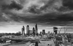 Πόλη του Λονδίνου του οικονομικού ορίζοντα μιλι'ου περιοχής τετραγωνικού με τη θύελλα Στοκ Εικόνα