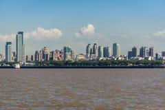Πόλη του Μπουένος Άιρες από τον ποταμό του Ρίο de Λα Plata τρισδιάστατος νότος τρία απεικόνισης αριθμού της Αμερικής όμορφος διασ Στοκ εικόνες με δικαίωμα ελεύθερης χρήσης