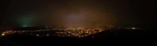Πόλη του πανοράματος λουτρών τη νύχτα Στοκ εικόνα με δικαίωμα ελεύθερης χρήσης