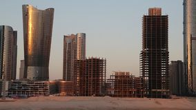 Πόλη των φω'των σύνθετων στο νησί Al Reem στο Αμπού Ντάμπι, Ηνωμένα Αραβικά Εμιράτα απόθεμα βίντεο