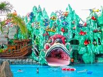 Πόλη Χο Τσι Μινχ, Βιετνάμ - 10 Φεβρουαρίου 2011: οι άνθρωποι απολαμβάνουν τις διακοπές σε ένα φράγμα Sen aquapark Στοκ φωτογραφίες με δικαίωμα ελεύθερης χρήσης