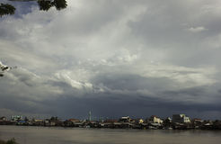 πόλη όχθεων ποταμού Στοκ φωτογραφία με δικαίωμα ελεύθερης χρήσης