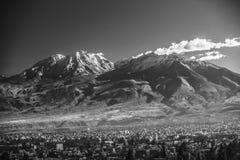 Πόλη Arequipa στο Περού με το εικονικό ηφαίστειό του Chachani Στοκ Εικόνες