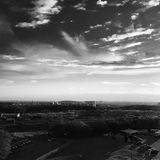 Πόλη bw, σύννεφα Στοκ Εικόνες