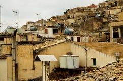 Πόλη Caltabellotta βουνών (Σικελία, Ιταλία) στο evenint Στοκ Εικόνες