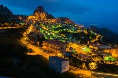 Πόλη Caltabellotta βουνών (Σικελία, Ιταλία) τη νύχτα Στοκ Φωτογραφίες