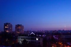 Πόλη Chisinau το βράδυ με ένα πορφυρό ηλιοβασίλεμα Στοκ εικόνες με δικαίωμα ελεύθερης χρήσης