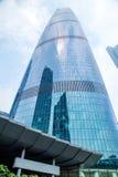 Πόλη Guangzhou, νότος του κτηρίου ορόσημων μετρό ποταμών μαργαριταριών Το βαθύ μπλε κτήριο τοίχων κουρτινών γυαλιού Στοκ εικόνα με δικαίωμα ελεύθερης χρήσης