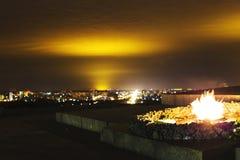 Πόλη Kyiv και ποταμός Dnipro δεμένη όψη σκαφών λιμένων νύχτας Στοκ εικόνα με δικαίωμα ελεύθερης χρήσης