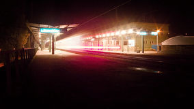 14 11 2015 - Πόλη Litomerice, Τσεχία - φωτογραφία βραδιού του κενού σταθμού Litomerice Στοκ εικόνες με δικαίωμα ελεύθερης χρήσης