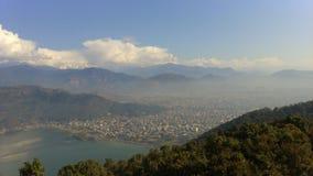 Πόλη Pokhara από τα βουνά Στοκ φωτογραφία με δικαίωμα ελεύθερης χρήσης