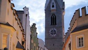 Πόλη Samll Vipiteno στην Ιταλία στο ηλιοβασίλεμα απόθεμα βίντεο
