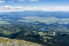 Πόλη (Strbske Pleso) και λίμνη (pleso Strbske) στη Σλοβακία Στοκ φωτογραφία με δικαίωμα ελεύθερης χρήσης