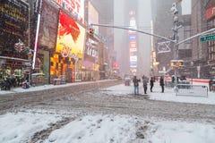 Πόλη Times Square της Νέας Υόρκης στο χειμερινό νέο χιονιού Στοκ Εικόνα