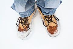 Πόδια ατόμων στην μπότα χειμερινών μποτών σύγχρονη Στοκ Φωτογραφία