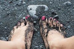 Πόδια και άμμος γυναικών Στοκ Εικόνες