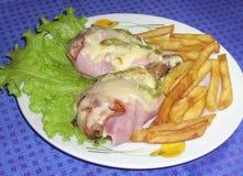 Πόδια κοτόπουλου με brie το τυρί Στοκ εικόνες με δικαίωμα ελεύθερης χρήσης