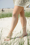 Πόδια μιας νέας γυναίκας Στοκ φωτογραφία με δικαίωμα ελεύθερης χρήσης