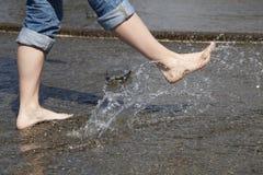 πόδια που καταβρέχουν το  Στοκ φωτογραφία με δικαίωμα ελεύθερης χρήσης